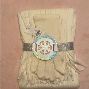 NY&CO NWT Scarf & Gloves
